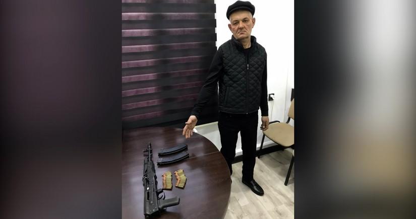 """Bakıda keçmiş məhkumda """"Kalaşnikov"""" aşkarlandı"""
