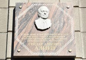 Parlament nümayəndə heyəti Sankt-Peterburqda Ulu öndər Heydər Əliyevin xatirəsini yad edib