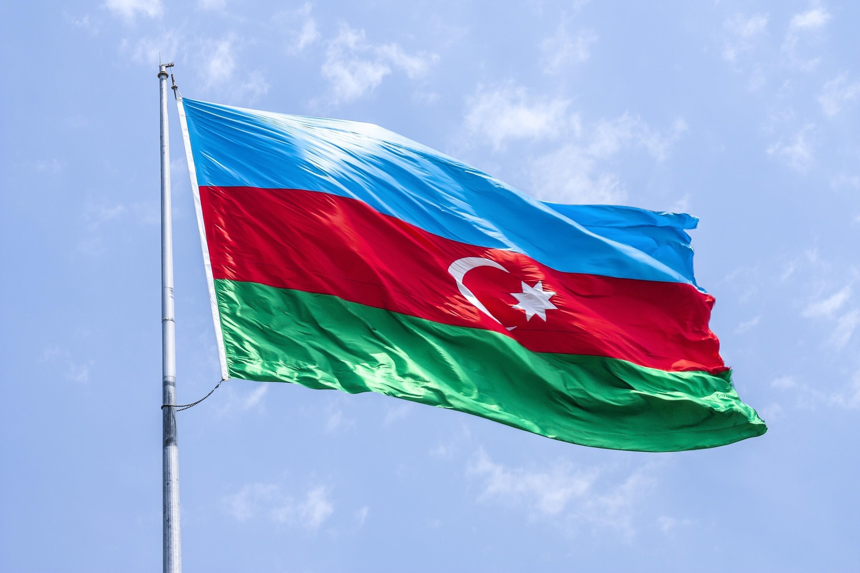 Турецкому подростку подарен флаг Азербайджана