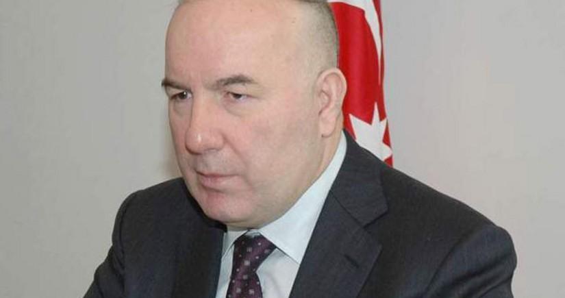 Elman Rüstəmov: Sürətli qatarın önündə durmaqdansa, ona minmək lazımdır