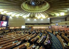 Парламент Таиланда проводит внеочередную сессию для разрешения ситуации с протестами