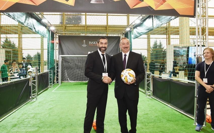 Prezident İlham Əliyev Bakıda məşhur fransalı futbolçu Robert Pireslə görüşüb