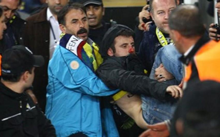 Türkiyə derbisindən sonra stadionda dava düşüb