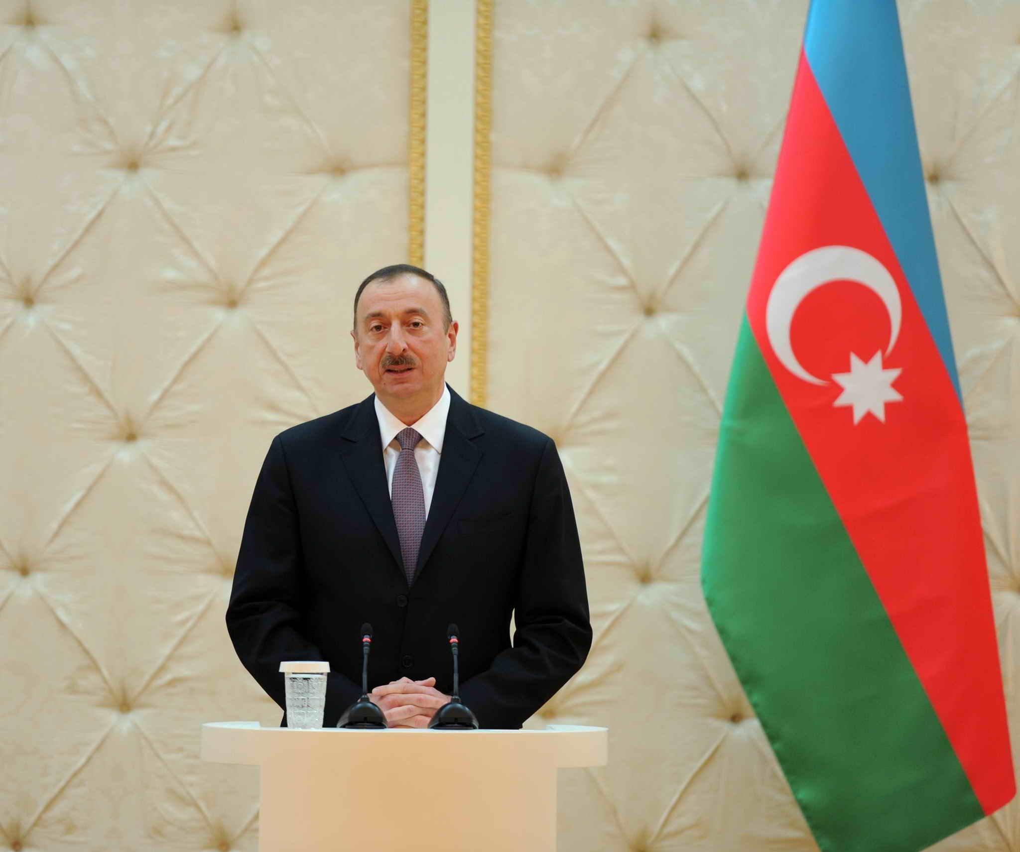 Президент Азербайджана поздравил премьер-министра Японии и тунисского коллегу