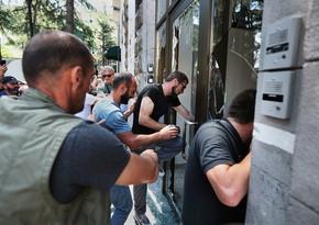 На митинге за отставку премьера Грузии начались стычки с полицией
