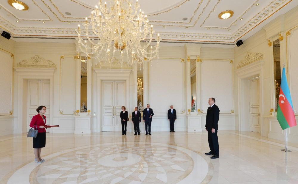 Президент Ильхам Алиев: Отношения между Азербайджаном и Францией развиваются динамично