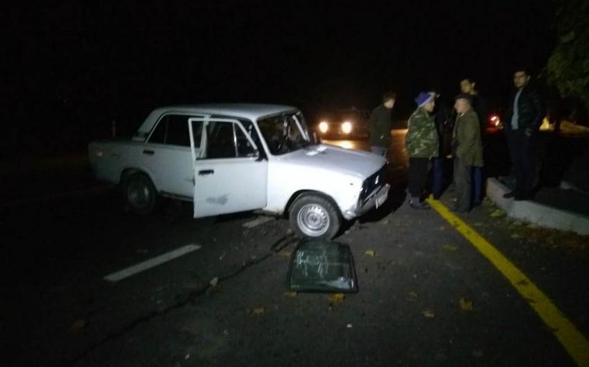 Ağdamda avtomobil aşıb, 2 nəfər xəsarət alıb