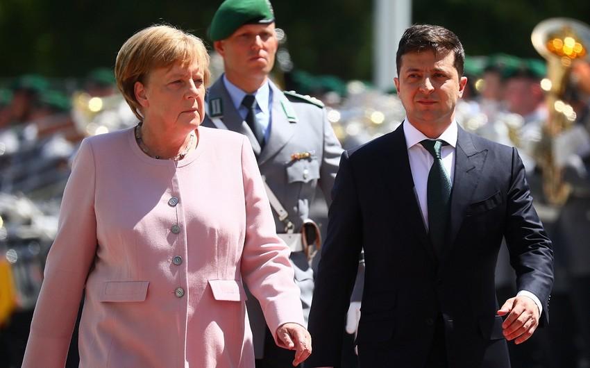 Merkel və Zelenski Donetskdə yaranmış vəziyyəti müzakirə ediblər