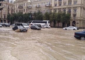 Bakının yağış altında qalan küçələri: Problemin səbəbləri və həlli yolları