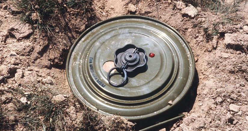 Сотрудник Агентства по разминированию подорвался на мине в Джабраиле