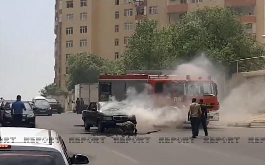 Bakıda avtomobil yandı - VİDEO