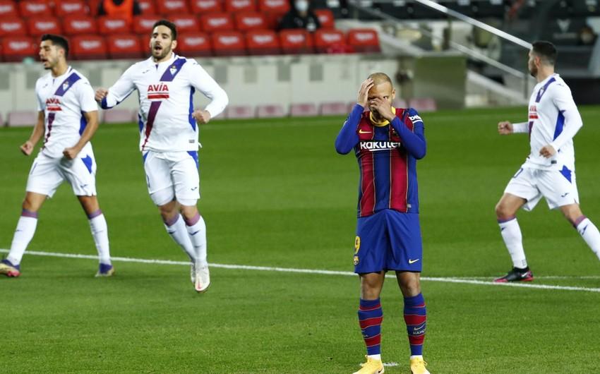 Барселонабез Месси не смогла обыграть Эйбар