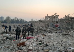 Пожилая женщина, пострадавшая от ракетной атаки на Гянджу: Мы остались под завалами