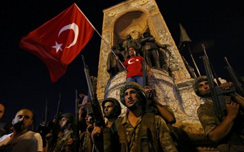 Türkiyənin baş naziri silahlı iğtişaşlara qalxanların rütbəsini açıqlayıb