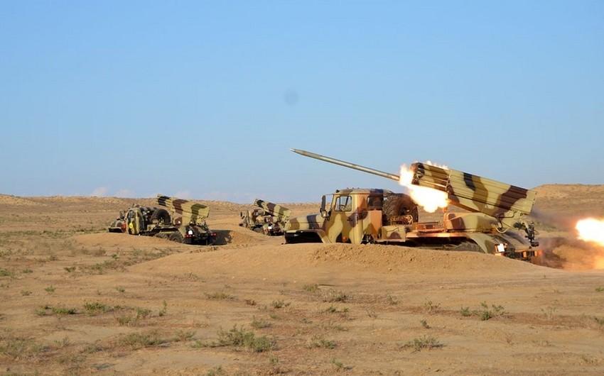 Azərbaycan Ordusunun raket və artilleriya bölmələri döyüş atışları icra edib - VİDEO
