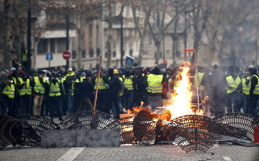 Parisdə sarı jiletlilərin aksiyası zamanı saxlanılanların sayı 1726 nəfərə çatıb