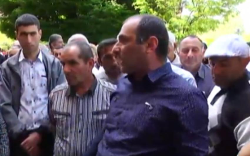 Ermənistan Nazirlər Kabinetinin binası yaxınlığında etraz aksiyası keçirilib