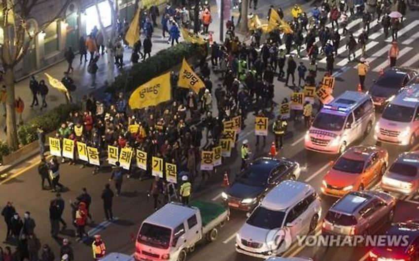 Cənubi Koreyada 40 minlik etiraz aksiyası keçirilib