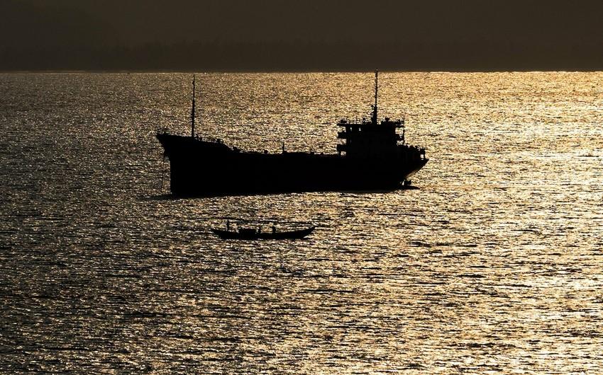 İran BƏƏ-yə hərəkət edən tankeri saxlayıb