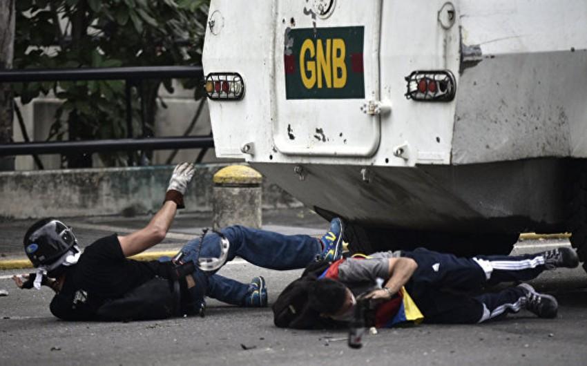 Hüquq müdafiəçiləri: Venesueladakı aksiyalarda 44 nəfər həlak olub