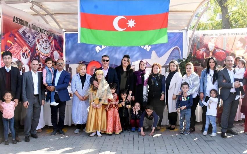 Azərbaycan səfirliyi İslamabadda keçirilən ənənəvi xeyriyyəçilik bazarında iştirak edib