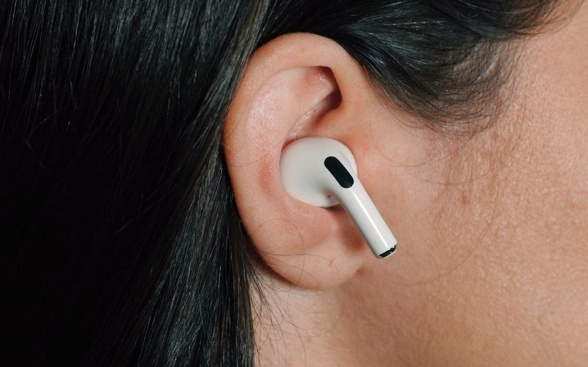 """""""Apple"""" şirkəti tibbi cihaz olan qulaqlıq yaradacaq"""