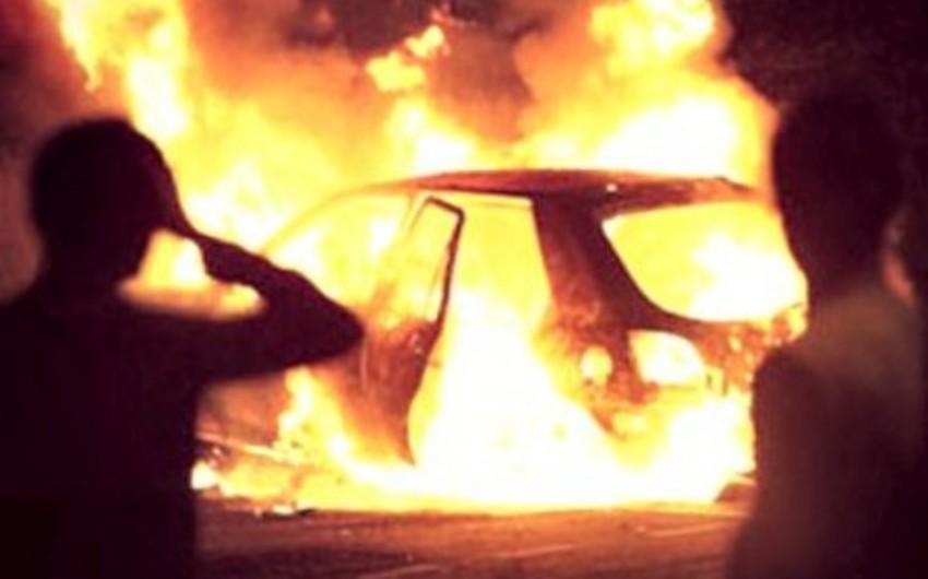 Gəncə şəhərində avtomobil yanıb