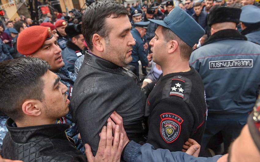 Ermənistanın Baş Prokurorluğu qarşısında toqquşmalar olub, saxlanılanlar var