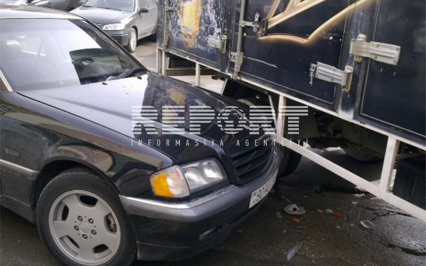 Siyəzəndə minik avtomobili yük maşını ilə toqquşub, 1 ölü, 1 yaralı