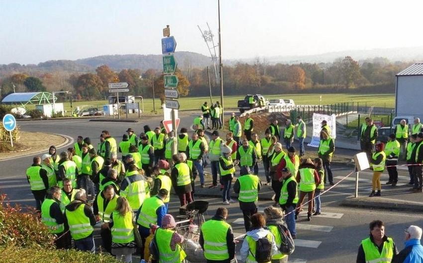 Fransada polis neft anbarını mühasirəyə alan sarı jiletlilərin aksiyasını dağıdıb