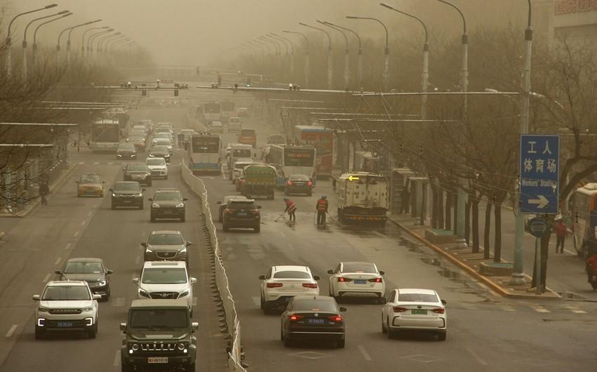 Новая песчаная буря достигла Пекина