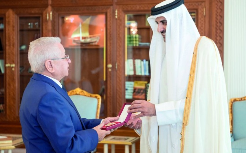 Emir of Qatar awards ambassador of Azerbaijan