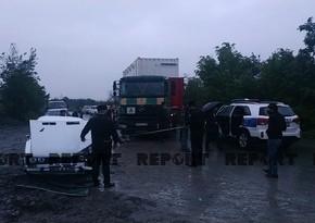 В Шеки легковой автомобиль столкнулся с грузовиком, есть пострадавшие