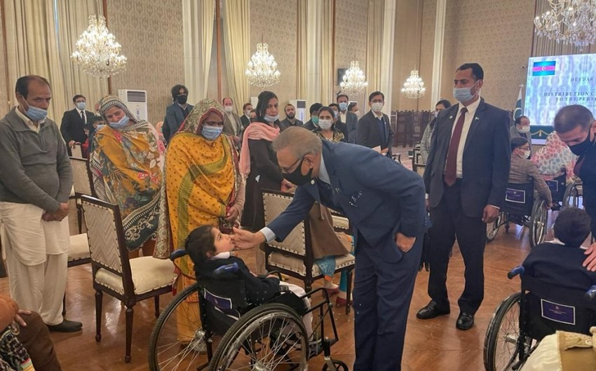 Pakistan Prezidenti Heydər Əliyev Fondunun göndərdiyi əlil arabalarının təqdim olunmasında iştirak edib
