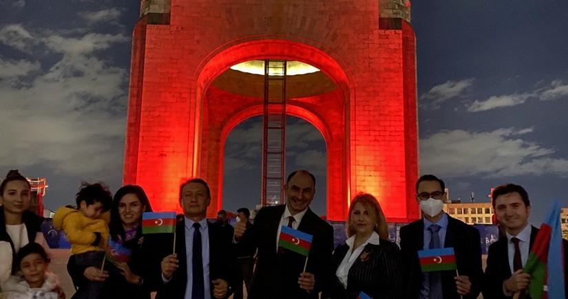 Meksikanın paytaxtı Azərbaycan bayrağının rənglərində işıqlandırılıb