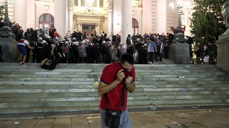 Belqradda etirazlar zamanı 43 polis və 17 nümayişçi yaralanıb