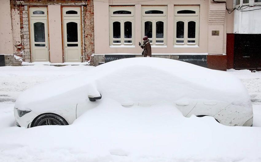 В Афинах сильный снегопад привел к транспортному коллапсу