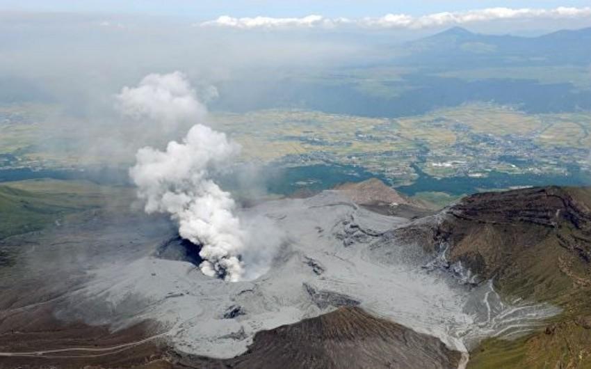 Yaponiyada dünyanın ən böyük vulkanlarından biri püskürüb