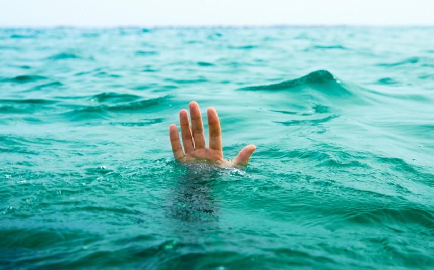 Çində iki uşağı sudan xilas edən 70 yaşlı kişi özü batıb