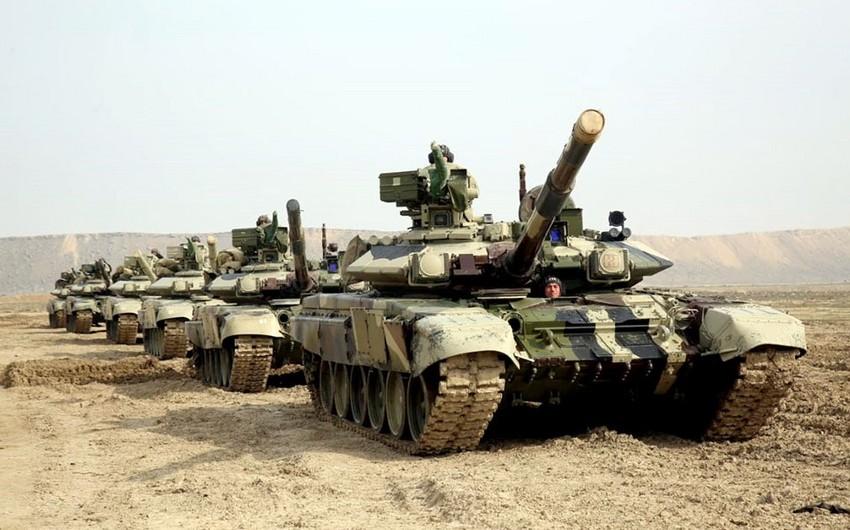 Təlimə cəlb edilmiş tank bölmələri tapşırıqları yerinə yetirirlər - VİDEO