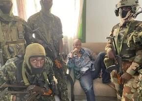Qvineyada qiyamçılar parlamentin buraxıldığını və sərhədlərin bağlandığını elan edib