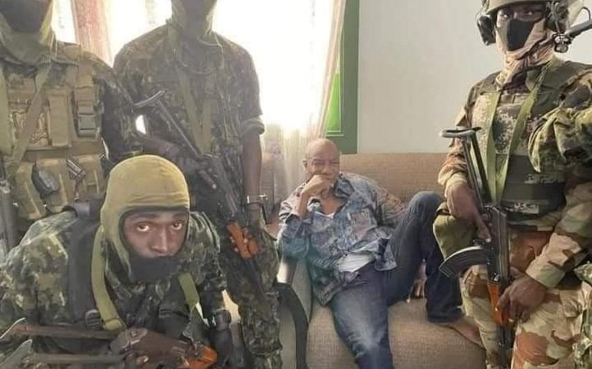 СМИ: В Гвинее приостановили действие конституции и распустили парламент