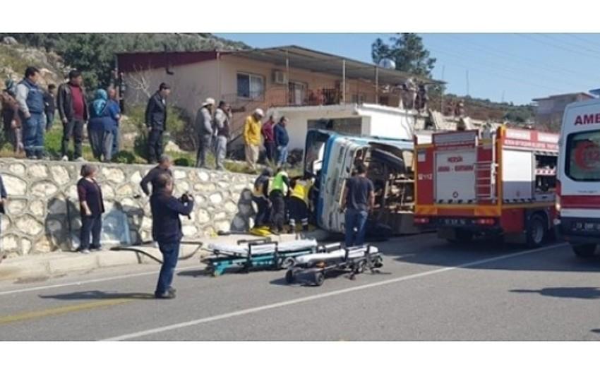Türkiyədə avtobus aşıb, 4 nəfər ölüb, 26 nəfər yaralanıb