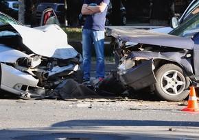 В Баку столкнулись два автомобиля, есть пострадавший