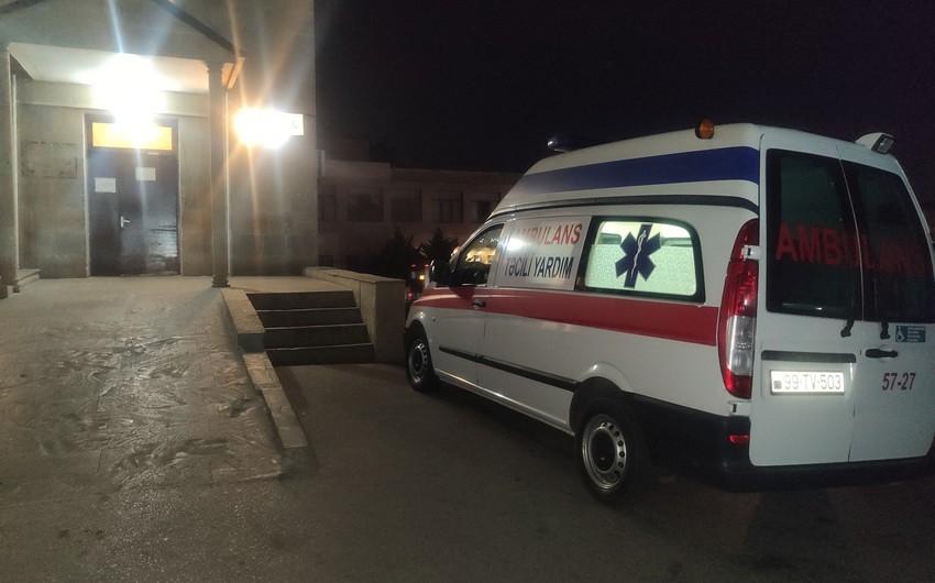 Saatlıda 22 yaşlı gəncin üzərinə divar aşdı, vəziyyəti ağırdı