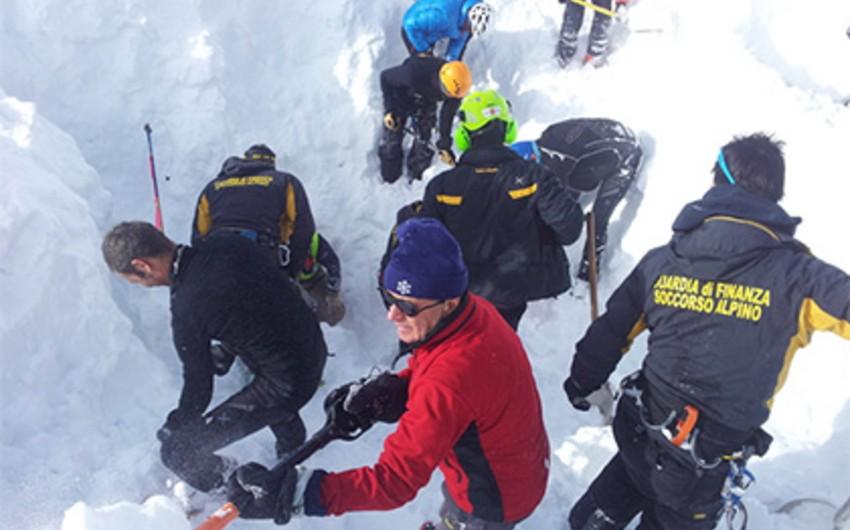 İtaliyada dağ xizəkçiləri qar uçqunu altında qalıb: 4 ölü, 4 yaralı