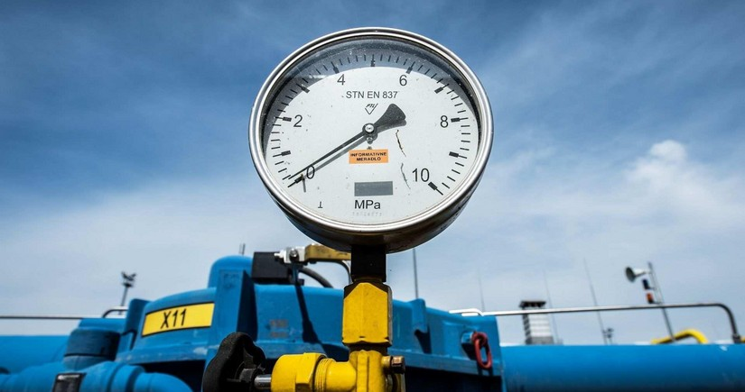 Which EU country benefits from rising gas prices?