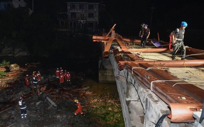 Çində dam örtüyünün uçması nəticəsində 8 nəfər ölüb