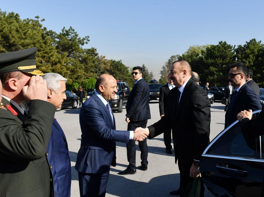 Президент Ильхам Алиев посетил мавзолей Ататюрка в Анкаре