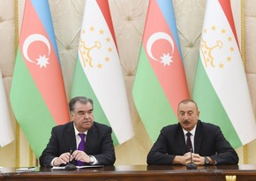 Президент Ильхам Алиев поздравил Эмомали Рахмона